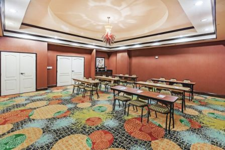 Allen LaQuinta has 650 square feet of meeting space and 90 guest rooms