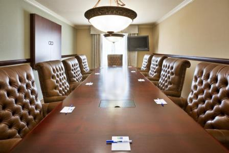 Allen's Holiday Inn Express has 900 square feet of meeting space and 87 guest rooms