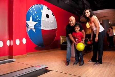 At Splitsville, the bowling alley gets a contemporary makeover, complete with a full-scale restaurant and lively bar.