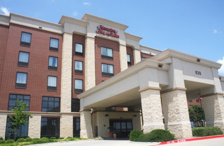 On the grounds of Allen Premium Outlets, Hampton Inn and Suites Dallas Allen offers more than 100 guest rooms and 572 sq. ft. of adjustable meeting space.