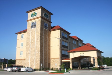 Located near The Village at Allen, LaQuinta Inn and Suites Allen offers 90 guest rooms and suites and 650+ sq. ft. of meeting space.